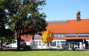 Föhrenwinkel - Verwaltungsgebäude - Herbst